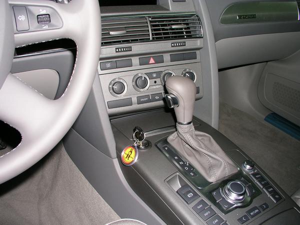 Mi biztosítja, hogy a váltózár bezserelése valóban védjen az autólopástól?